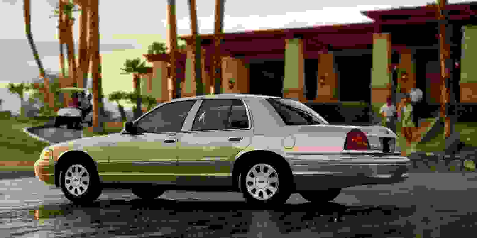 Ford Crown Victoria 2006 1600 04