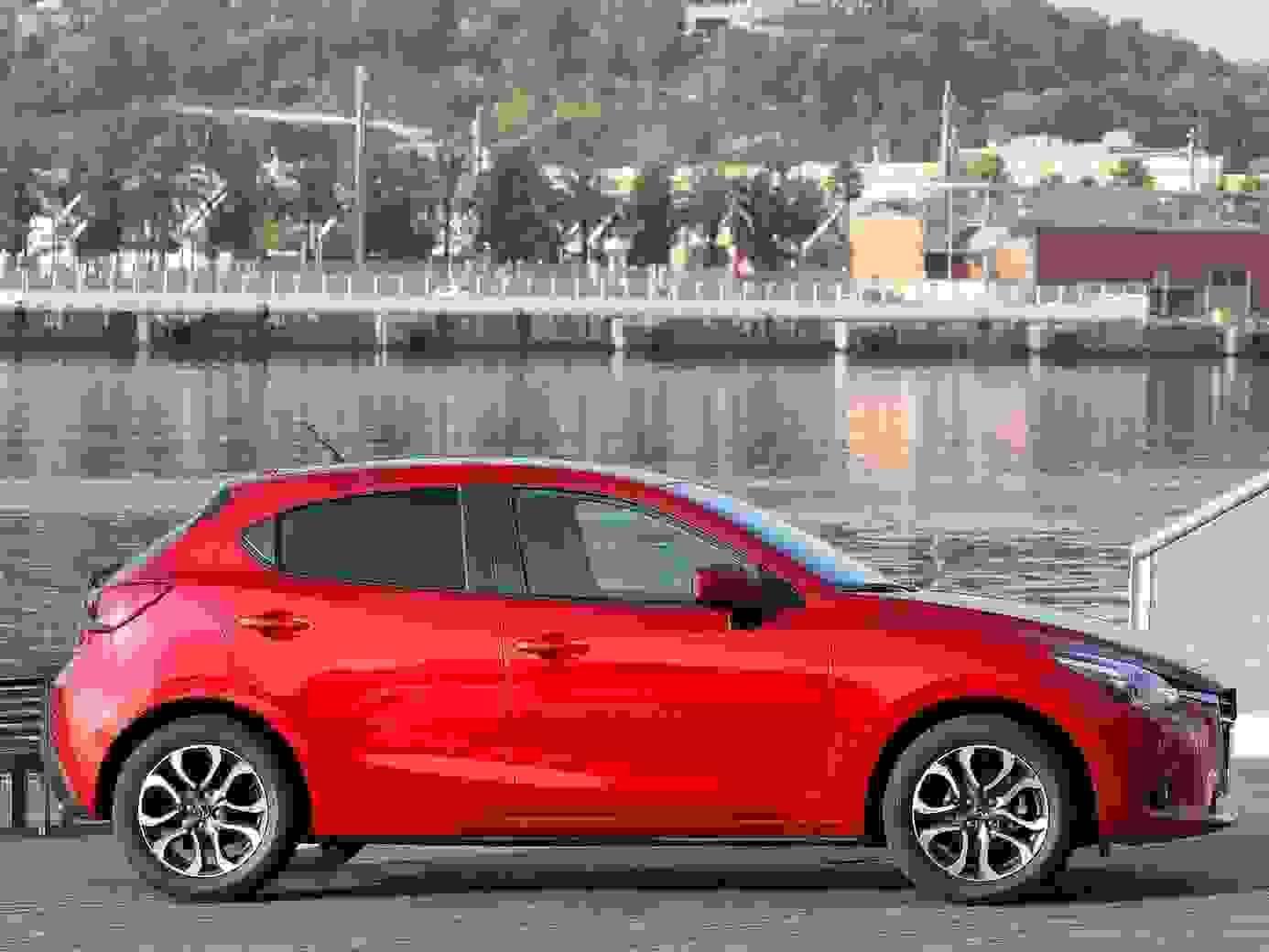 Mazda2 2018 Eksterior Roed Hatchback