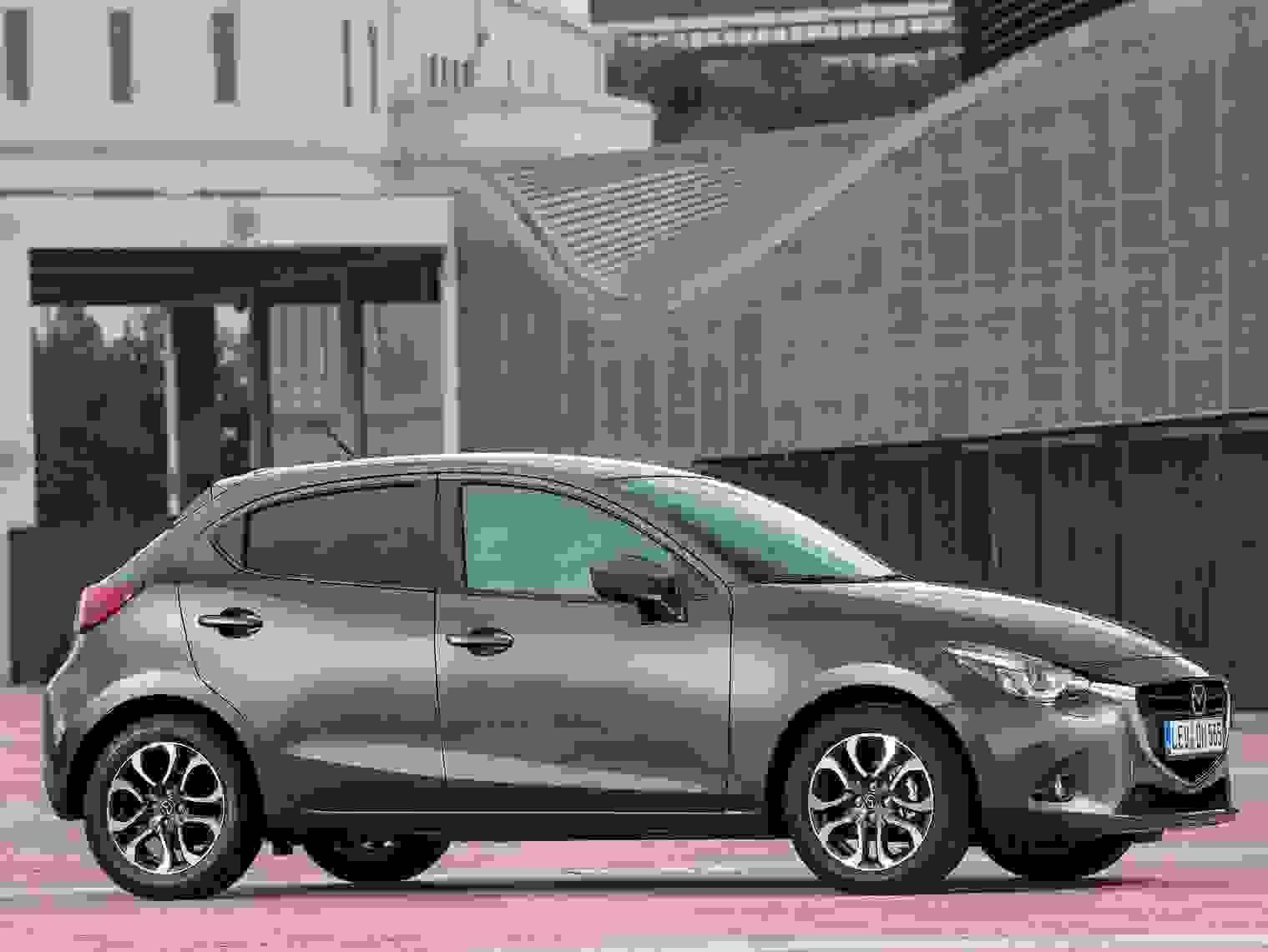 Mazda2 2018 Eksterior Graa Hatchback