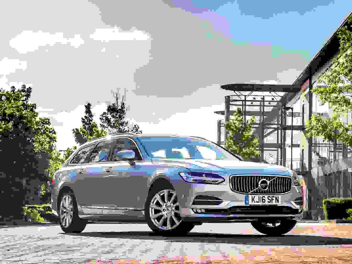 Den nye aftapning af den klassiske Herregårdsvogn - dét er Volvo V90 Recharge