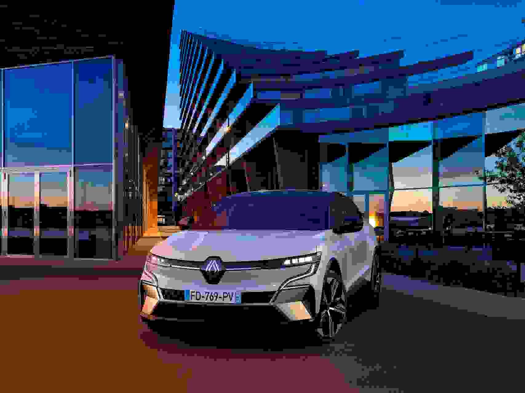 Renault Megane Electric2022 Forfra Moerkt Aarhus