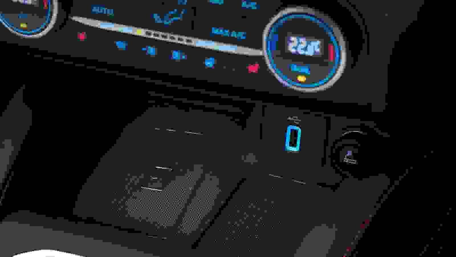 Ford Focus ST Line 2019 1600 4C