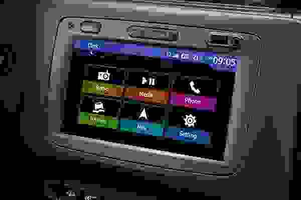 Duster Features Media Nav